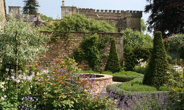 How to become a landscape gardener